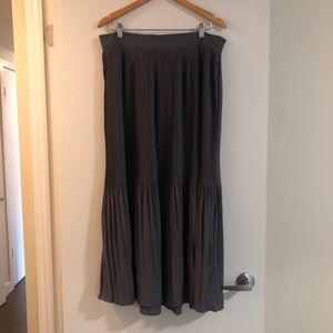 Old navy pleated maxi skirt